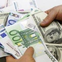 На ММВБ рубль продолжает рост к доллару и падает к евро