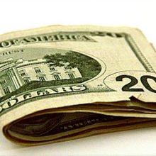 На открытии торгов доллар укрепился к рублю на 7 копеек — до 28.29 руб