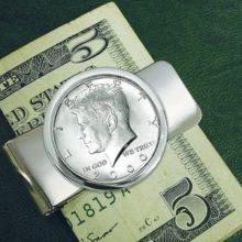 В пятницу доллар укрепился по отношению к мировым валютам