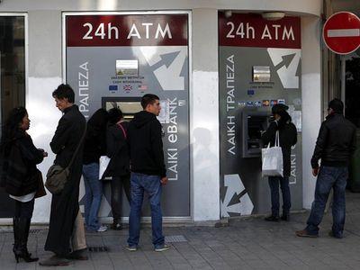 Очереди в банкоматы на Кипре