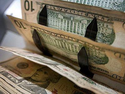 Доллары в счетной машинке
