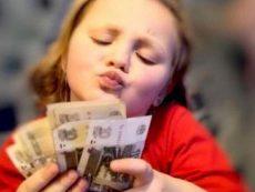 Можно ли поощрять ребенка деньгами?