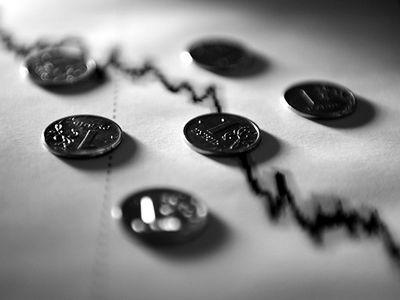 Эксперты пророчат падение российской валюты