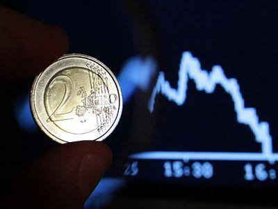 Евро ослабил свои позиции