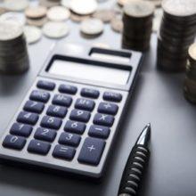 В январе россияне резко снизили расходы. Падение реальных доходов продолжается