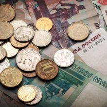 Эксперты ожидают дальнейшего падения рубля из-за эскалации в отношениях с Украиной