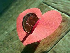 Трудности совместного бюджета, или Как сохранить деньги, не потеряв романтику в отношениях
