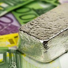 Экономисты советуют перевести рубли в евро и серебро, а не доллар
