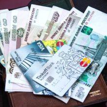Можно ли расплачиваться в магазинах банковскими картами супруга?