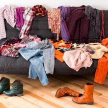 Как избавиться от старой одежды и заработать на этом