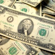 Курс доллара на осень: мнения экспертов разделились
