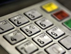 Правда ли, что если ввести пин-код в банкомате наоборот, то приедет полиция?