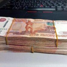 Спекулянты «притормозили» рост рубля к доллару в вечерние часы понедельника
