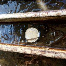 Подешевевшая нефть ударила по рублю