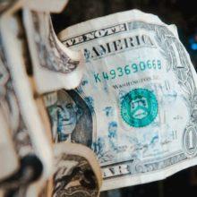 Рубль падает, вы богатеете: 5 способов заработать на ослаблении российской валюты
