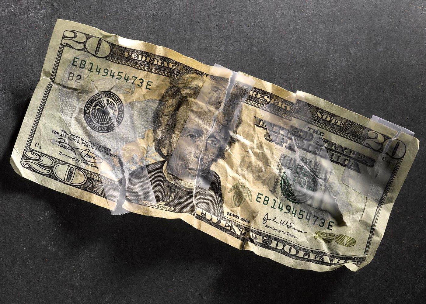 Поврежденный доллар