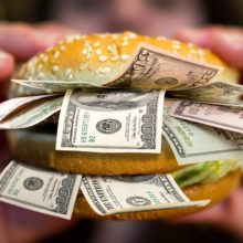 Рубль — самая недооцененная валюта в мире? Сколько на самом деле стоит доллар