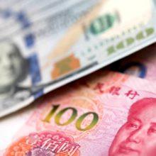 Пора ли россиянам менять доллары на юани?